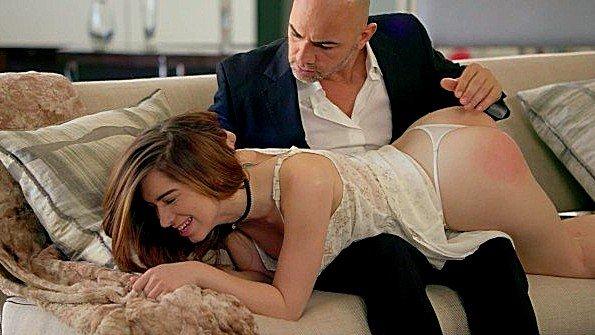 Отец ебет дочь в анальную дыру и доставляет массу удовольствия