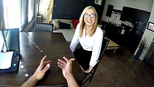 Раскрутил блондинку на трах во время собеседования и снял на камеру
