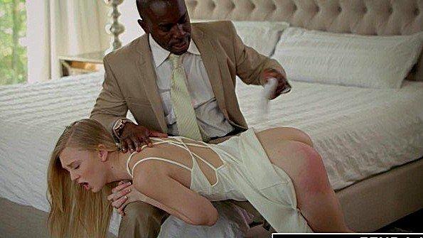 Отшлепал девицу за непослушание и выебал напоследок жестко
