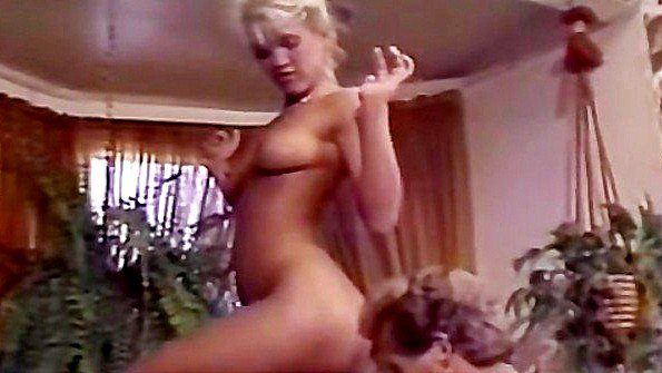 Пристает к ухоженной бабенке и предлагает заняться сексом