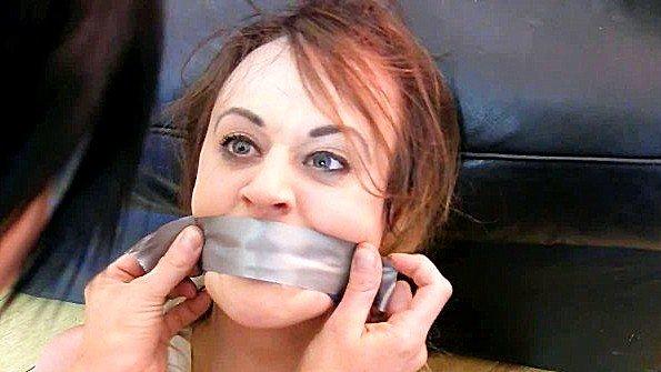 Мадам сильно связывает девку и объявляет ту своей секс рабыней