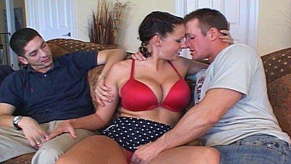 Грудастая супруга балдеет от траха с любовником перед своим мужем