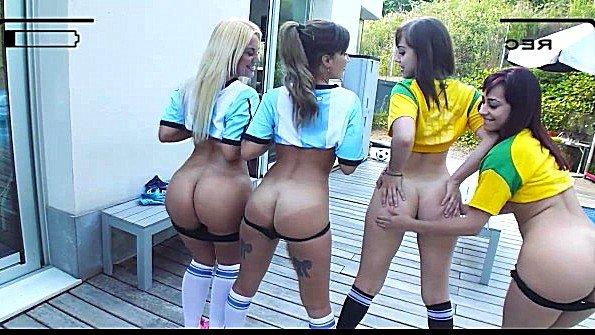 Футболистки с крупными сиськами устроили оргию с тренером