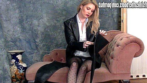 Блондинка со здоровыми сисяндрами развратно переодевается