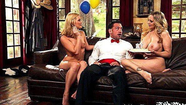 порно ебут телку на хате