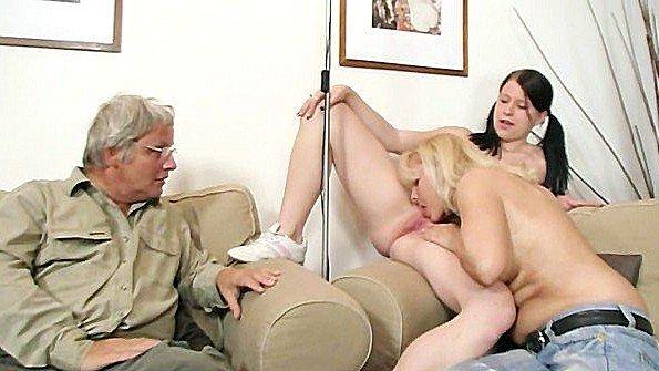 Старая парочка вовлекает молодую девку в развратный трах